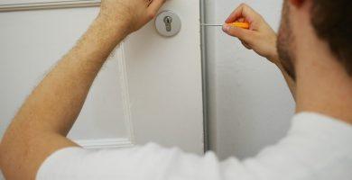 ¿Qué es un cerrajero? nosotros cerrajeros bilbao apertura de puertas las 24 horas urgencias