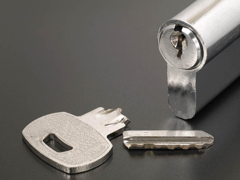 Cómo-sacar-una-llave-partida-de-una-cerradura