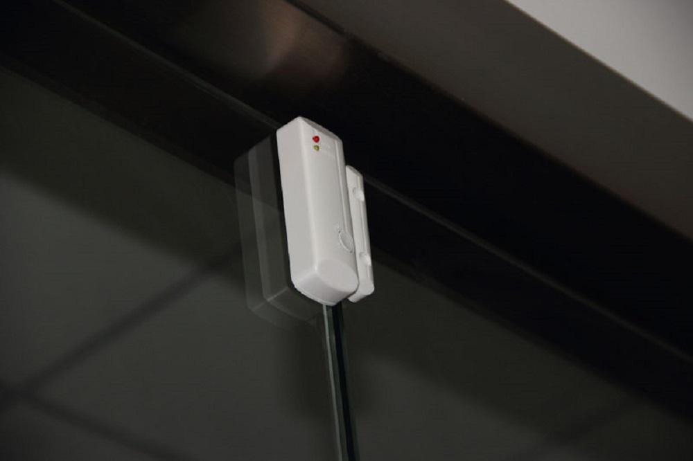 Sensores alarmas para puertas y ventanas.